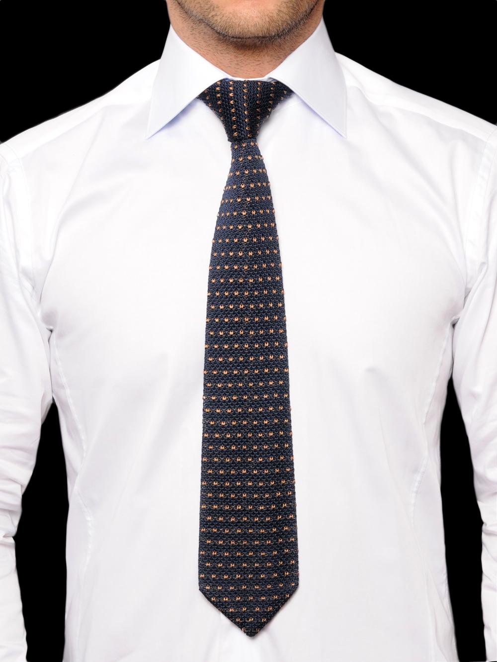 chemise cravate comment bien accorder les deux. Black Bedroom Furniture Sets. Home Design Ideas